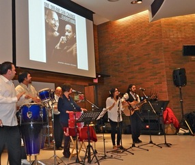 picture of the Wayward Collective performing at the Gandhi Memorial